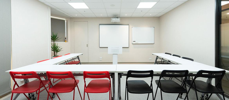 信義區會議室出租-多功能會議室桌椅皆可移動