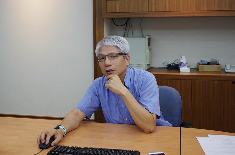 照片為國洋通信陳先生分享Google網上論壇的好處