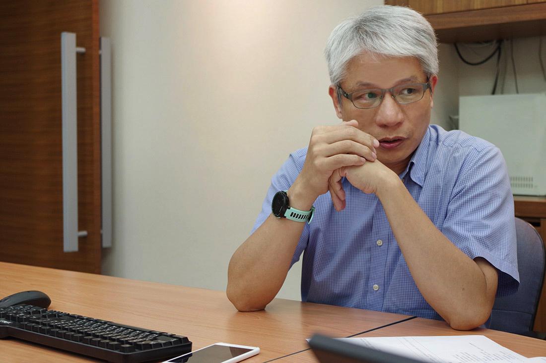 照片為國洋通信陳先生分享Google網上論壇的應用方式