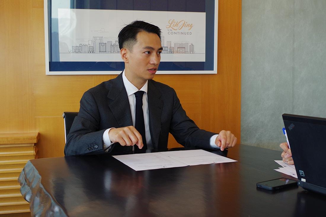 田中系統專員向王先生說明如何操作G Suite管理控制台