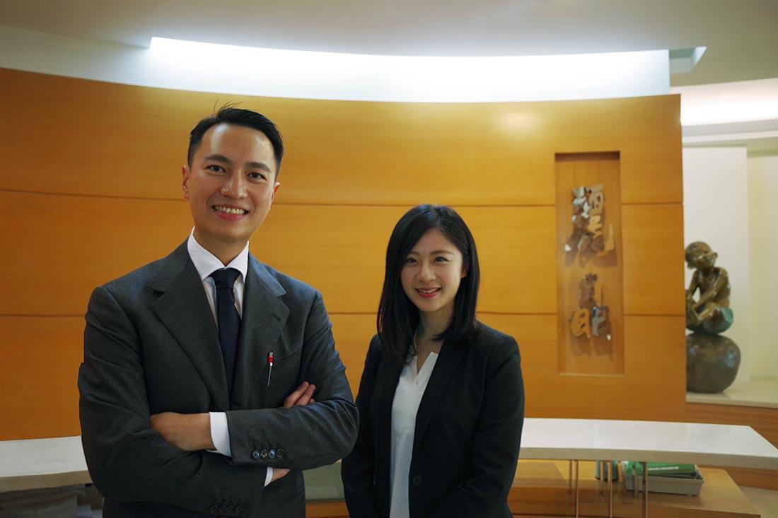 左起為麗晶建設特助王先生和田中系統專員Karen