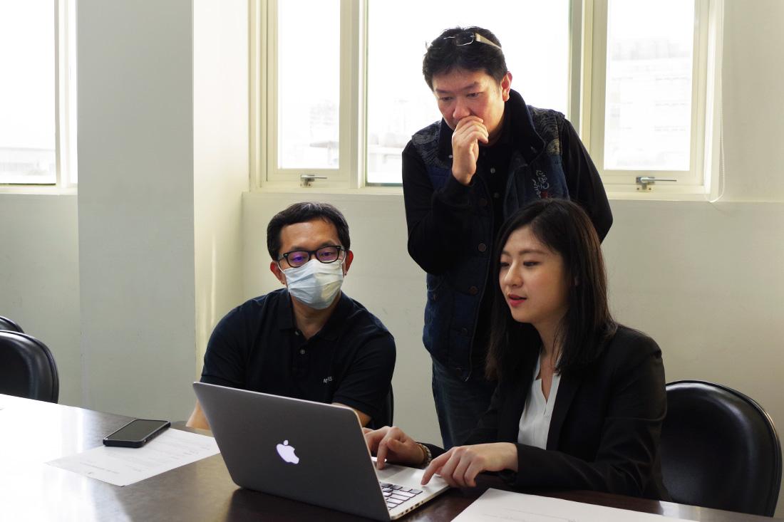 照片為峰安車業周先生分享Google雲端協作工具的使用狀況